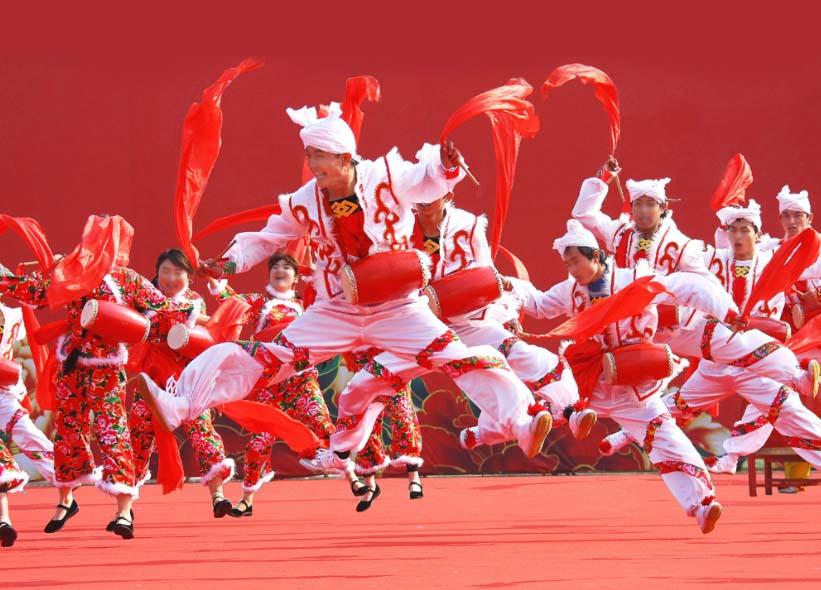 陕北的安塞腰鼓从农村打到全世界