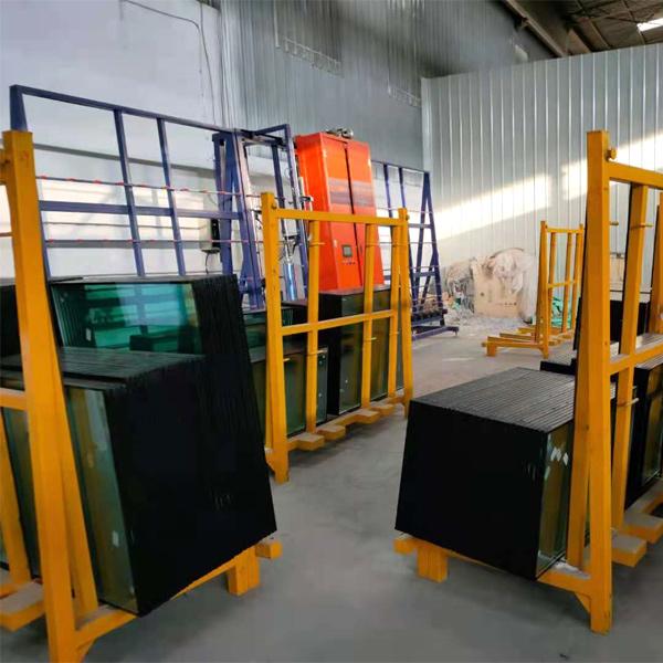 钢化玻璃生产现场