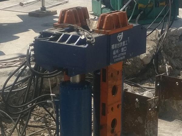 拔桩机的运用与工作流程