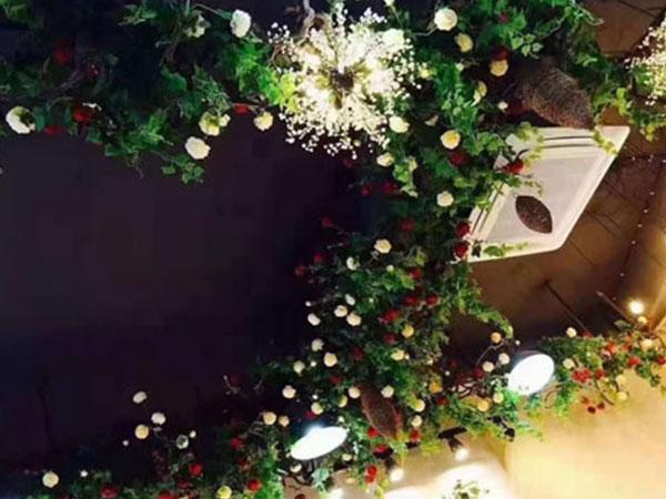 客厅花艺吊顶