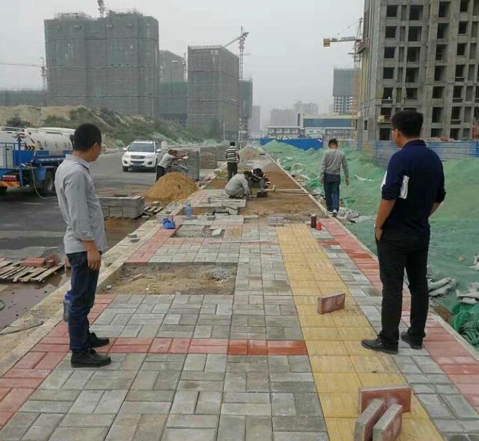 路面透水砖铺设施工团队