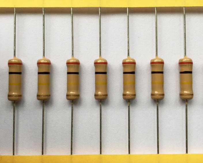 碳膜电阻和金属膜电阻串联可以做到更低温飘吗