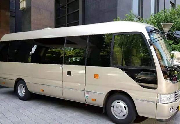 丰田考斯特3
