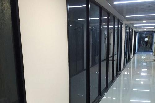 太原玻璃隔断厂家分享办公室玻…