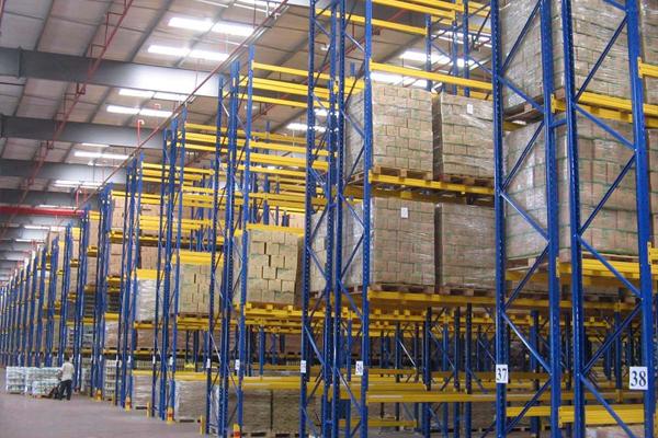 听云南货架厂家谈谈仓储货架上的货物存放应该遵循哪些思路?