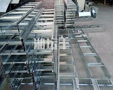 梯级式直通桥架