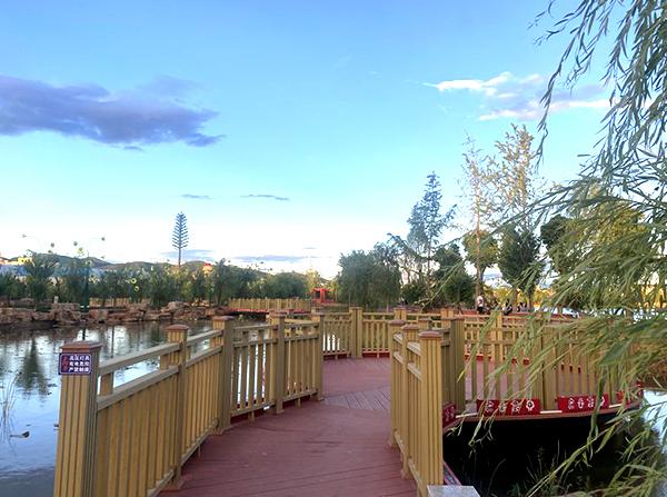 公园塑木栈道