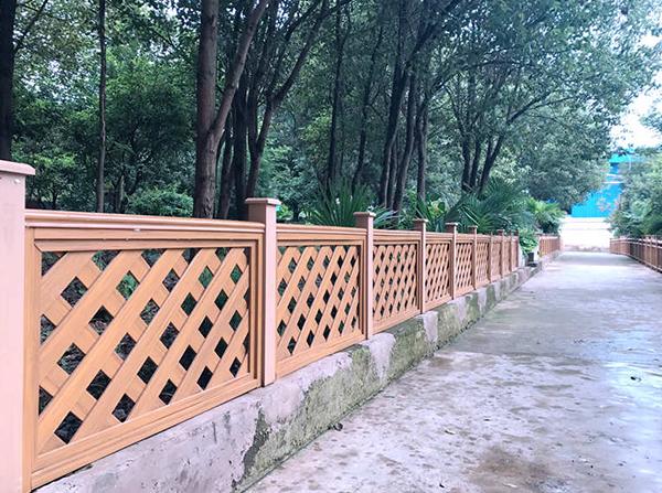 云南中信塑木公司对户外塑木栏杆安装时的注意事项进行特别说明