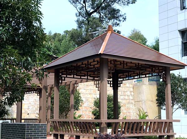 使用塑木材料搭建凉亭的优点是什么?云南塑木厂家分析如下