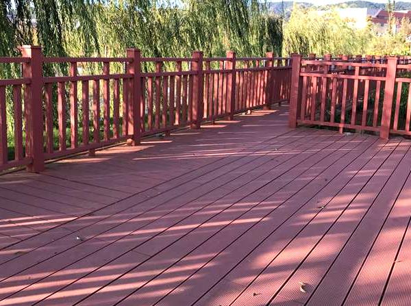 昆明塑木地板为人们保留住自然公园风景