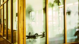 性能和外观都要优于断桥铝——铝包木门窗