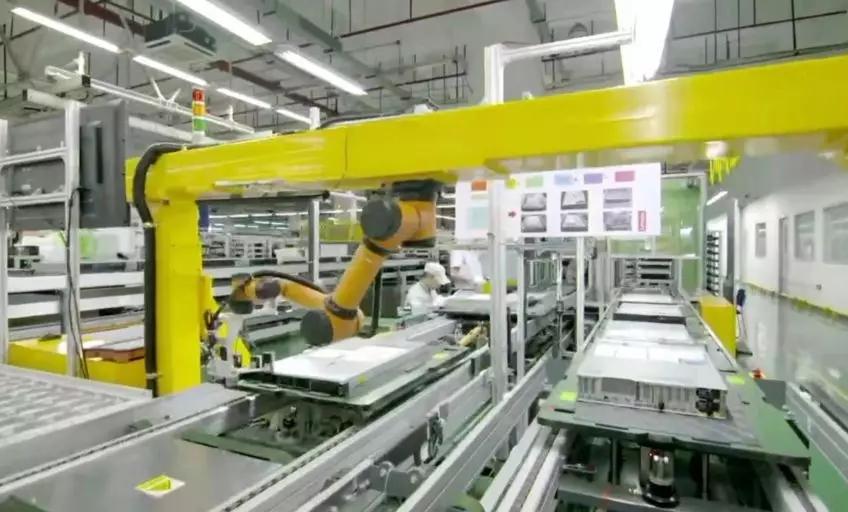 高大上!联想服务器生产基地的协作机器人检测产线
