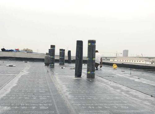 厂房屋顶防水施工现场