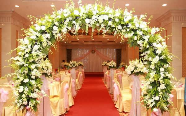 婚礼鲜花拱门