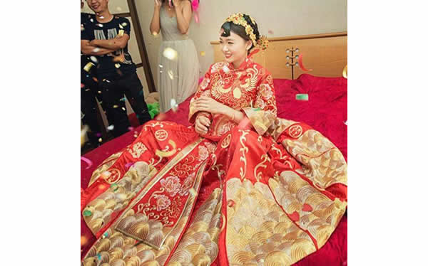 新娘结婚秀禾服