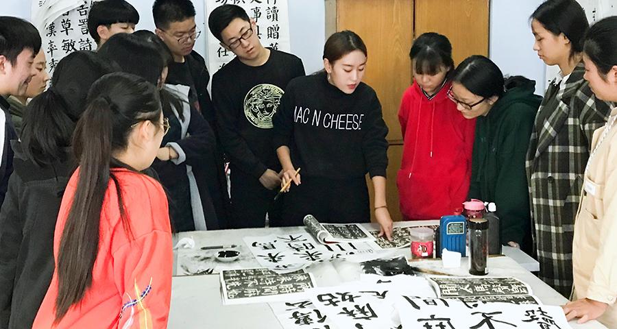南阳书法班建议初学书法从隶书入手