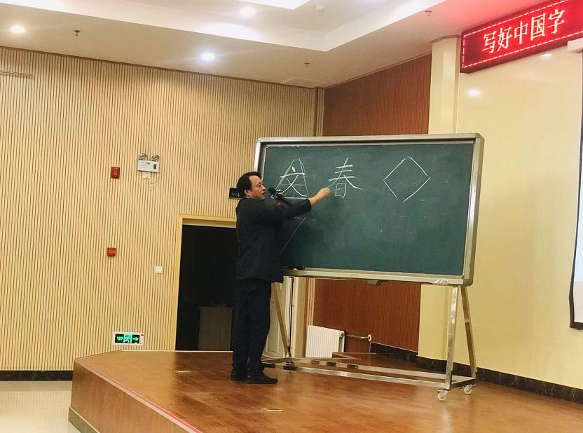 南阳书法培训班:练习书写行书草书的时候要注意七个布局要点