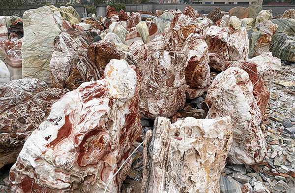 公园假山鹅卵石