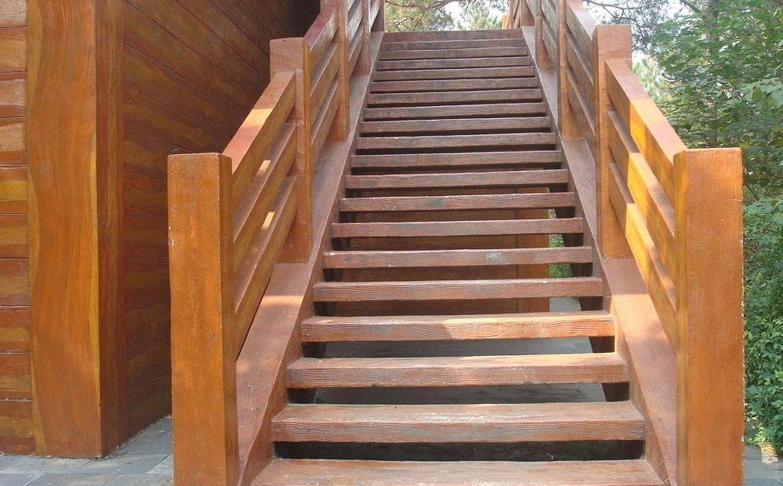 南阳防腐木楼梯