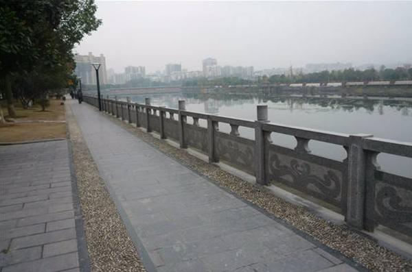 信阳景区河道石雕栏杆施工完毕