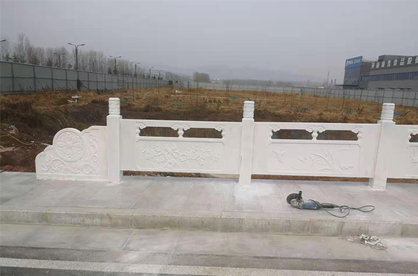 湖北汉白玉石雕栏杆施工完毕