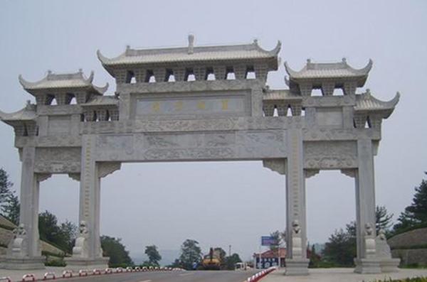 重庆三门石雕牌坊已安装完毕案例!