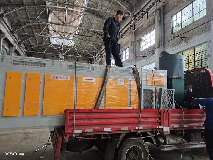 河南众森电力喷漆房光氧催化活性炭一体机安装现场
