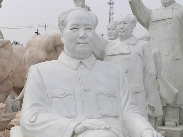 1.8米高的毛主席坐像