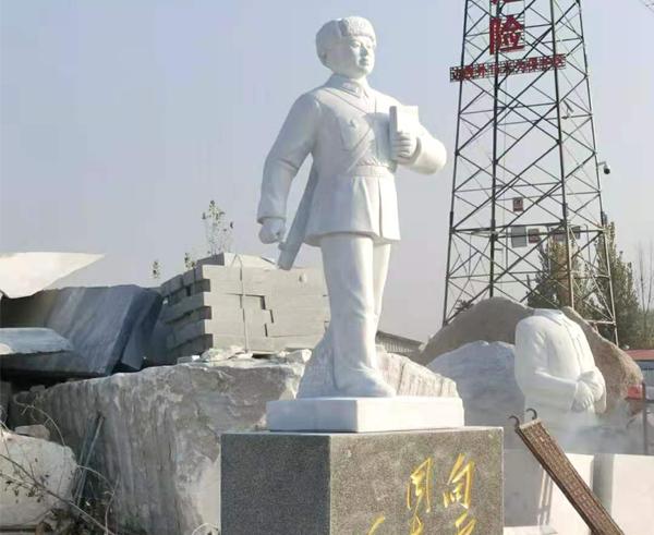 佳木斯高3.1米雷锋雕像发往宁夏