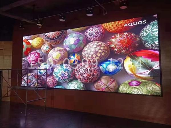 南阳市唐河县某学校多功能厅室内1.8LED高刷彩屏安装完工!