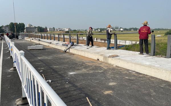 河道護欄一般有分為景觀性和防撞性的欄桿