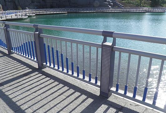 小区河道栏杆