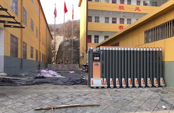 学校电动伸缩门安装案例