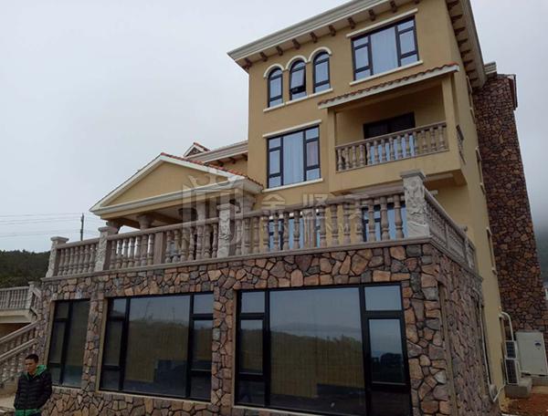 东翰镇海峡旁海景别墅90黑珍塑钢门窗