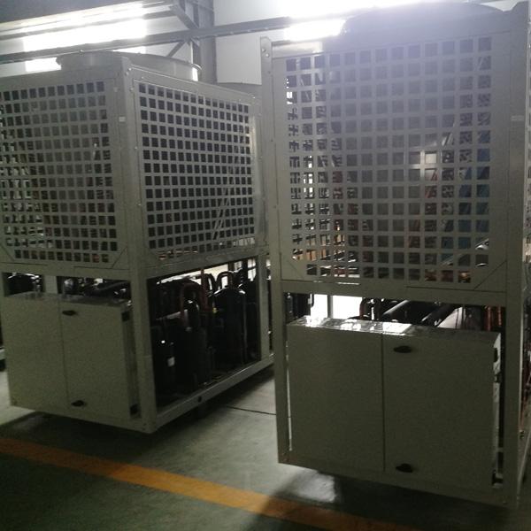 采用模块化设计的空气源热泵机组。