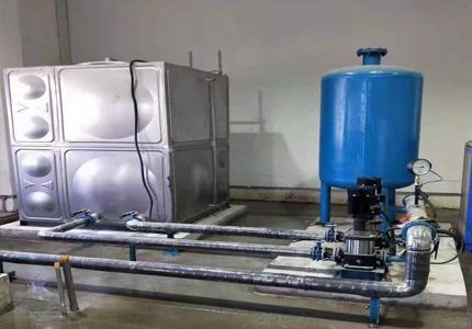 应检查供水设备电源是否接通或来水水压是否正常。