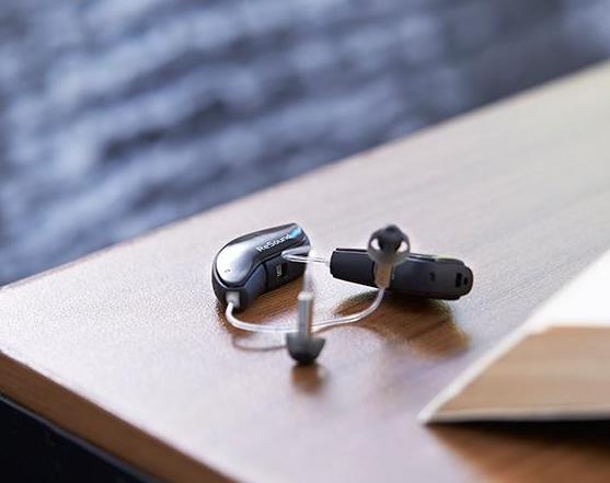 双耳配助听器