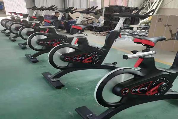 商用健身房器材可以起到全身肌肉练习效果。