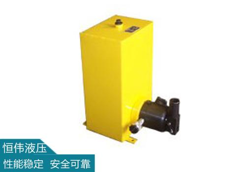 在液压千斤顶中的液体各处的压强是一致的。