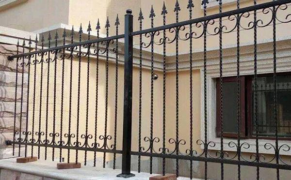 安装南阳铁艺护栏要注意什么?