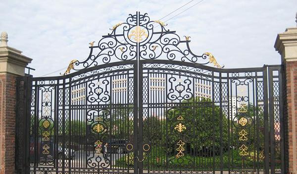 你知道南阳铁艺大门上面的铁花是怎么做的吗?
