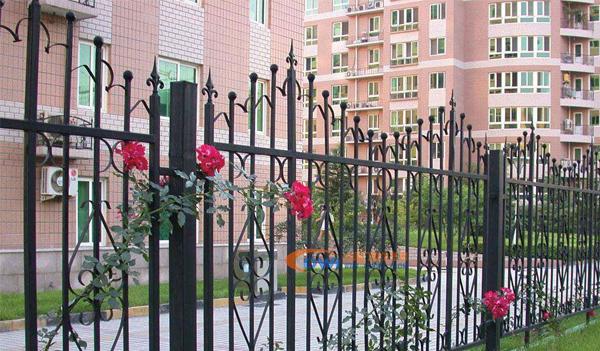南阳别墅铁艺大门的防锈处理,怎么做能有效延长使用寿命?