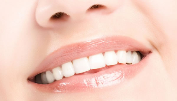 口腔烤瓷牙牙齿美容
