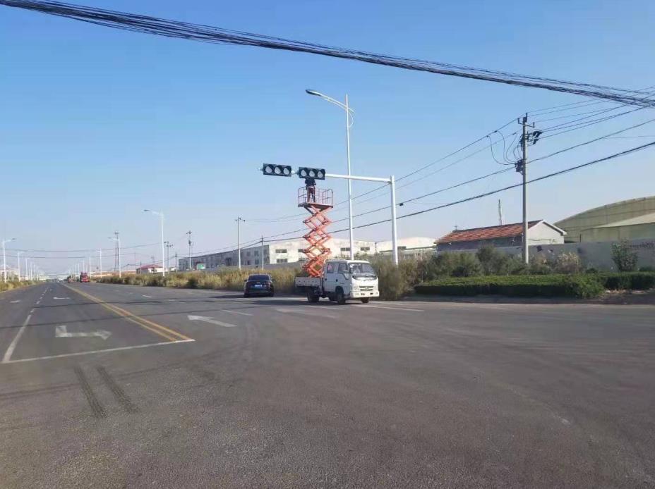 山东滨州信号灯安装现场