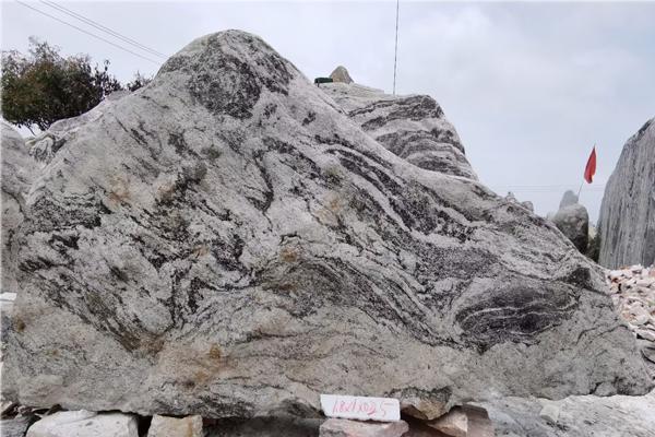 1.8米长泰山石