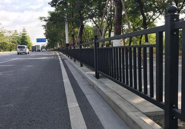 公路人行道护栏