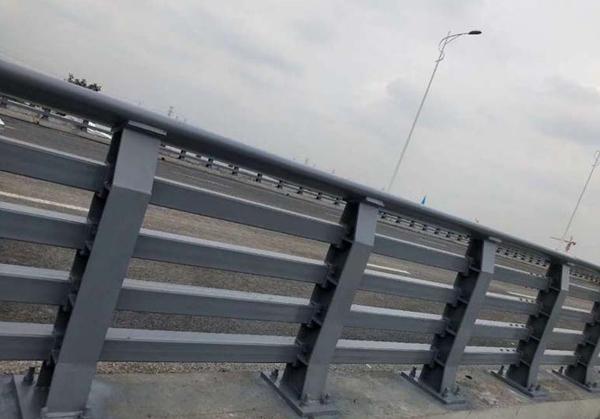 金属制桥梁护栏