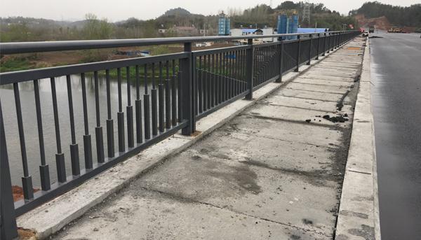 市政桥梁护栏选择也很重要,具备以下条件