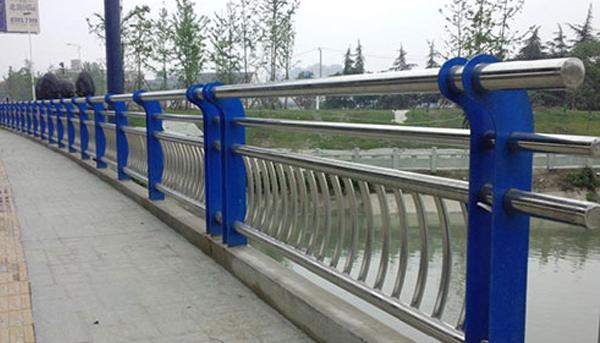 南阳桥梁护栏厂家