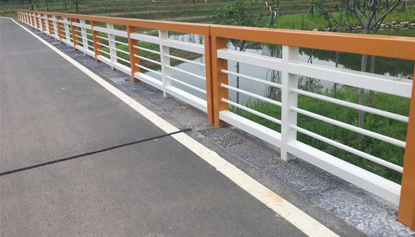 景观护栏的形式应和周边环境相搭配
